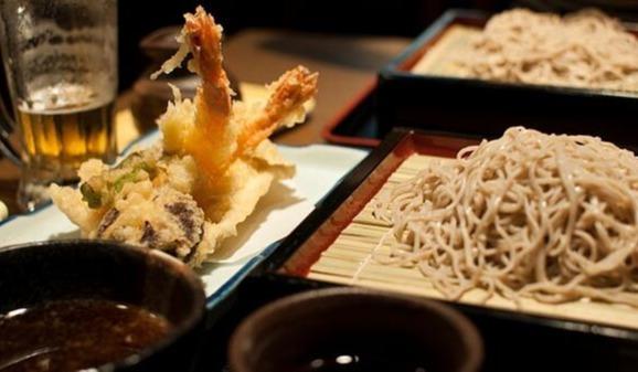 Tempura und Soba als eine ausgewogene, schmackhafte Mahlzeit - Flickr: Yu Morita