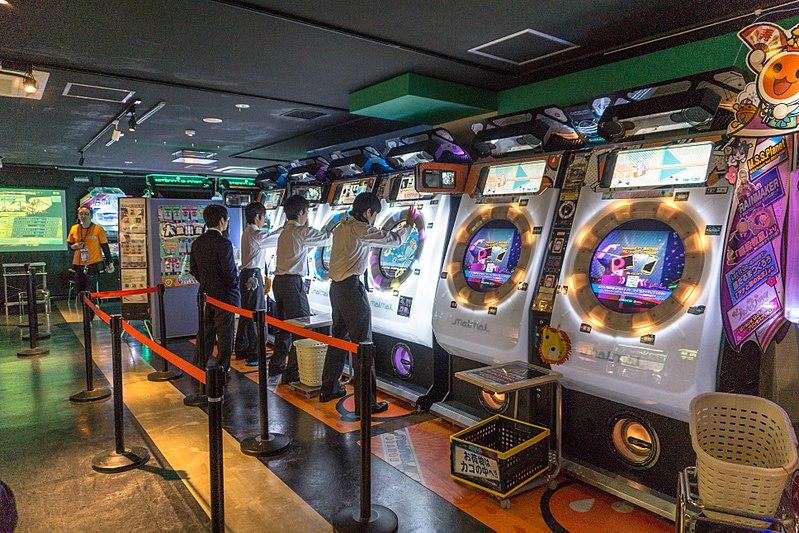 800px-Club_Sega_Akihabara_2015-04-12_23_27_11_by_IQRemix