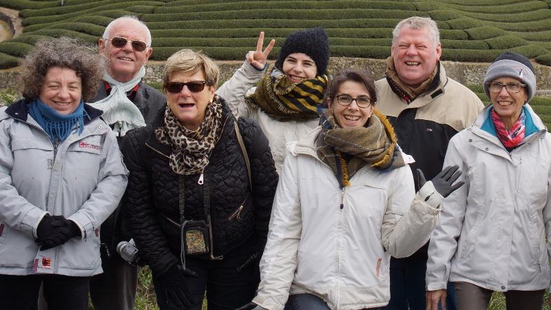 Die Reisegruppe der französischen Pilotreise im März, vor den Teeplantagen in Wazuka-cho